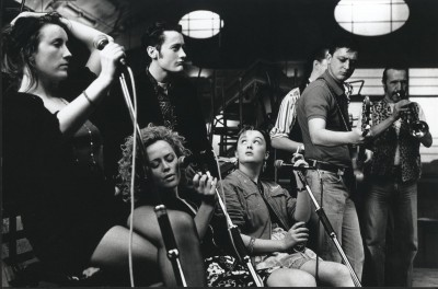 Scene from the film The Commitments: Maria Doyle, Angeline Ball, Robert Arkins, Bronagh Gallagher, Ken McCluskey, Johnny Murphy